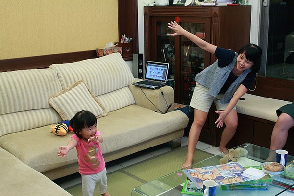 母女唱跳.JPG
