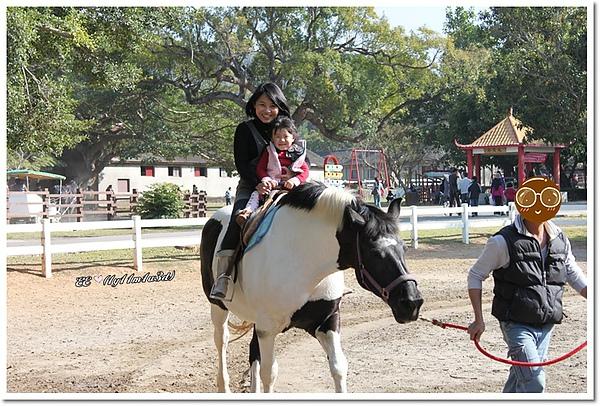 母女騎白馬-2.jpg