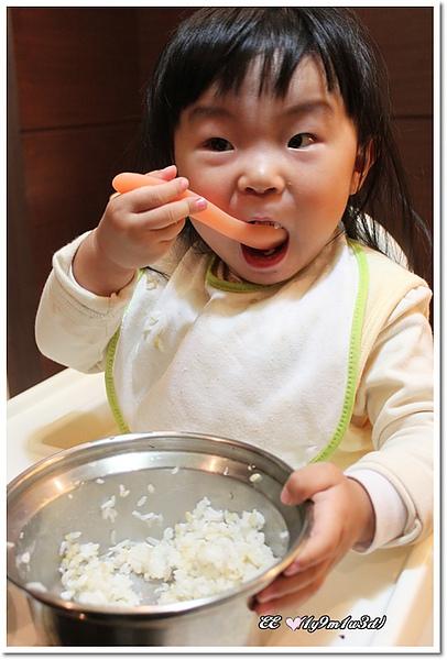 還想用飯鍋吃飯哩.jpg