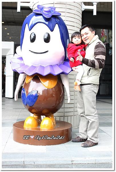 父女巧克力展娃娃前.jpg