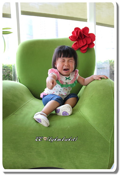 EE綠椅哭.JPG