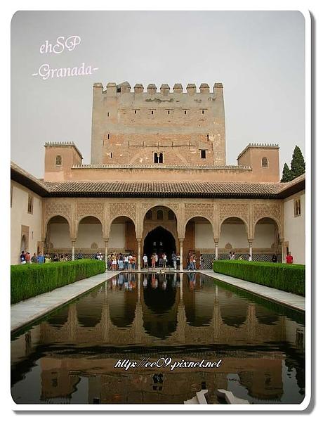 La Alhambra 中庭及倒影(字).jpg