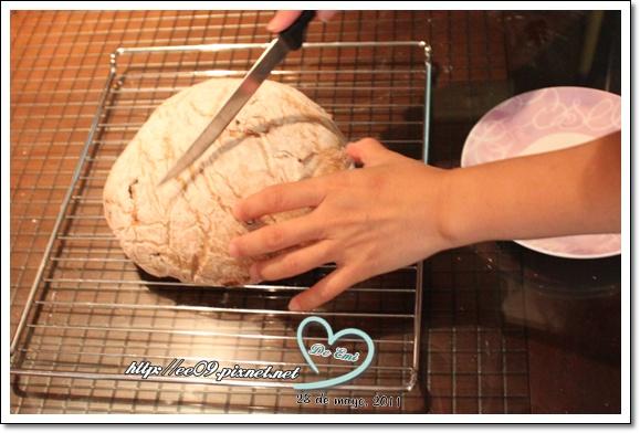 要切第一顆麵包囉.jpg