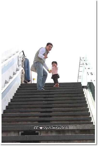 天星碼頭前爬階梯.jpg