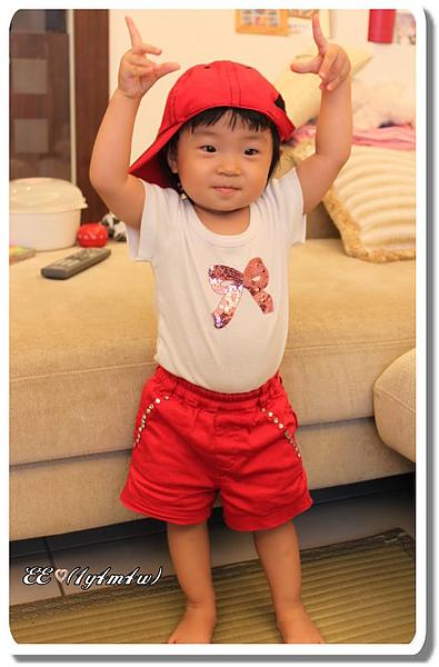 試戴紅帽.jpg