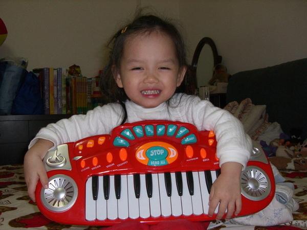 大舅送我的小鋼琴
