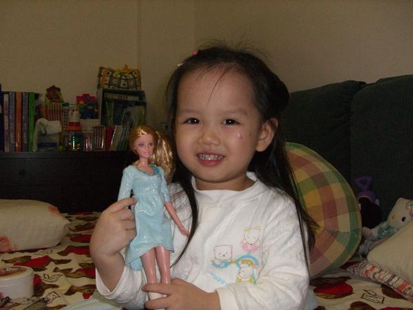 姑姑朋友送的芭比娃娃