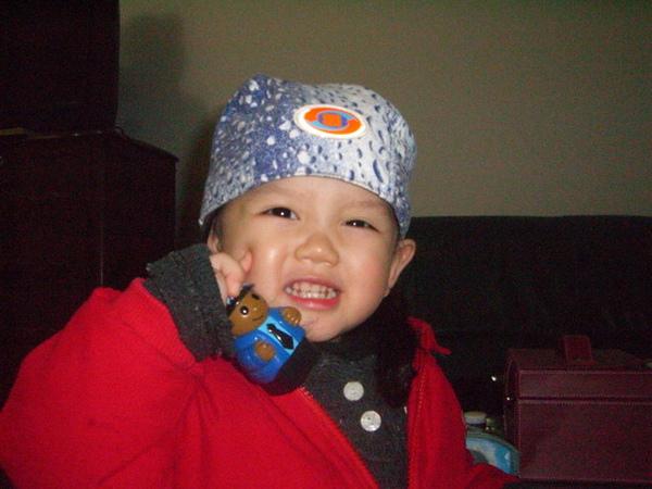 酷吧!是伯母送我的帽子