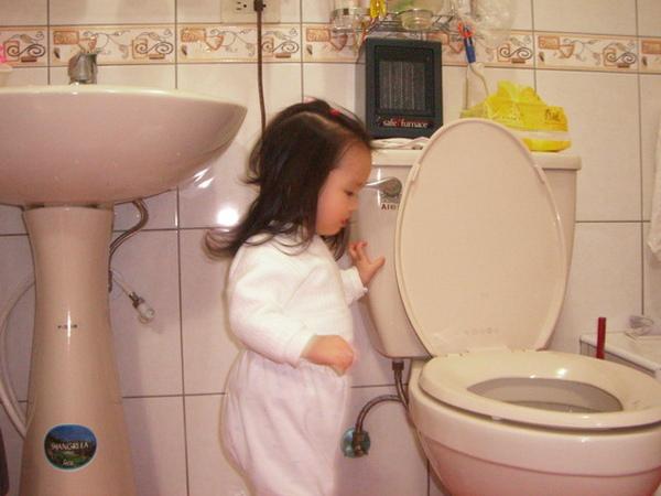 上完廁所,要沖水囉!