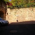 距城堡尚有100公尺.JPG