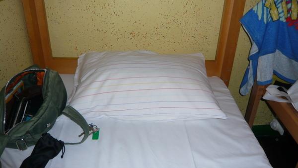 青年旅館的床