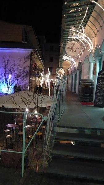 咖啡店與酒吧們