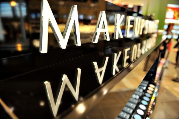 Makeupstore_stor.JPG
