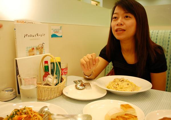 這張的重點是桌上的menu! Pastel果然好吃~ 推唷! :P