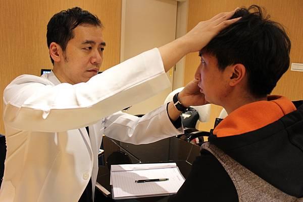 106-03-15李令鈞諮詢雙眼皮術前  (7).JPG