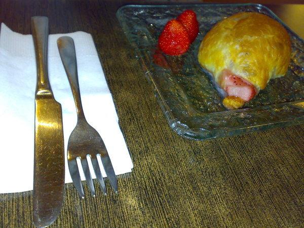 咆的甜點-現烤草莓派