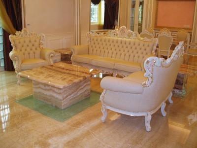 常見的白色法式沙發