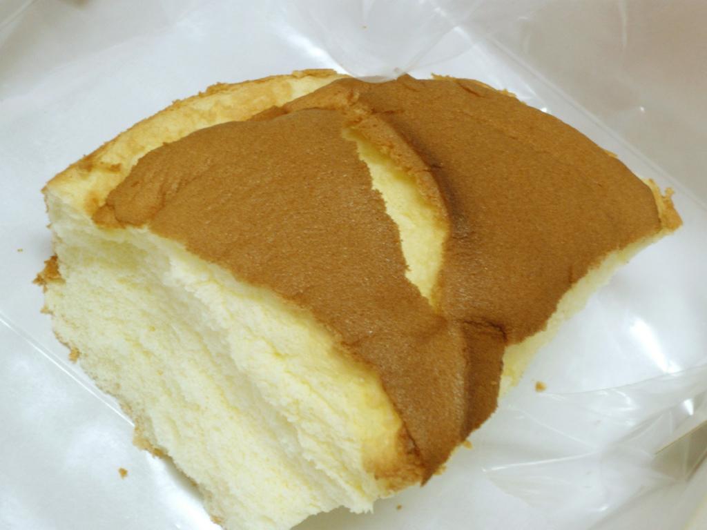 撕開的原味特美香布丁蛋糕