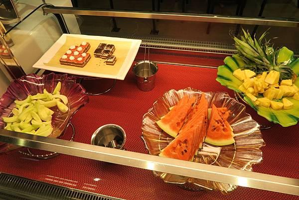 水果與小蛋糕-台中公益路燒烤推薦