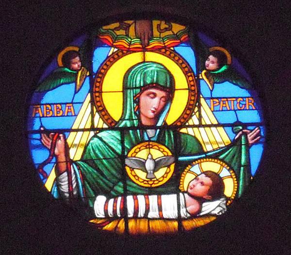 主教山聖堂_主祭壇上的玫瑰窗.JPG