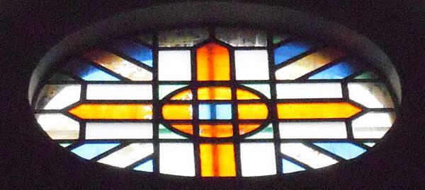 主教山聖堂_外觀中正面的玫瑰窗.JPG