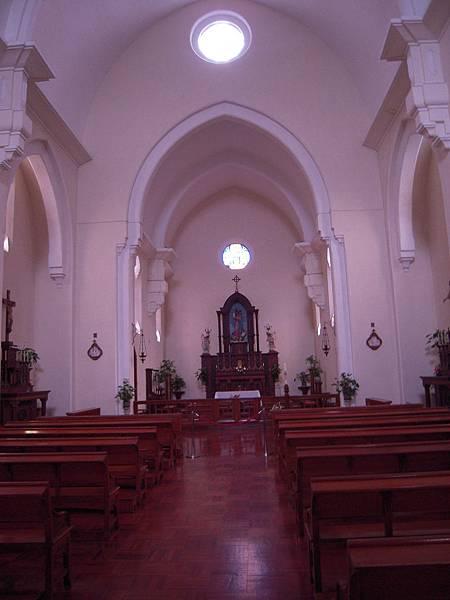 主教山聖堂_內部為仿哥德式建築的兩心式尖栱.JPG