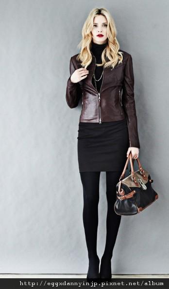 愛牌的本季女裝真皮外套 真皮雙色拼街手提包