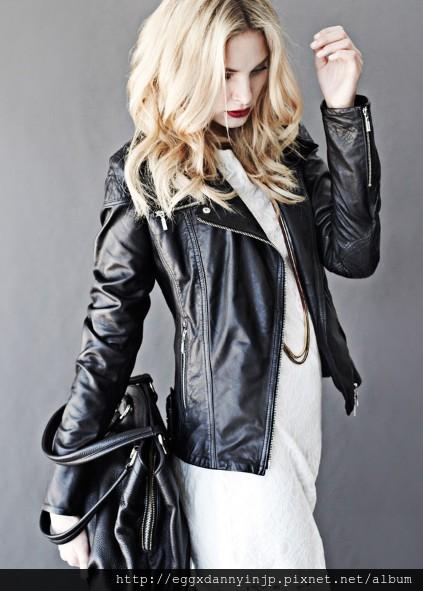 愛牌的本季女裝黑色真皮外套 真皮雙色手提包