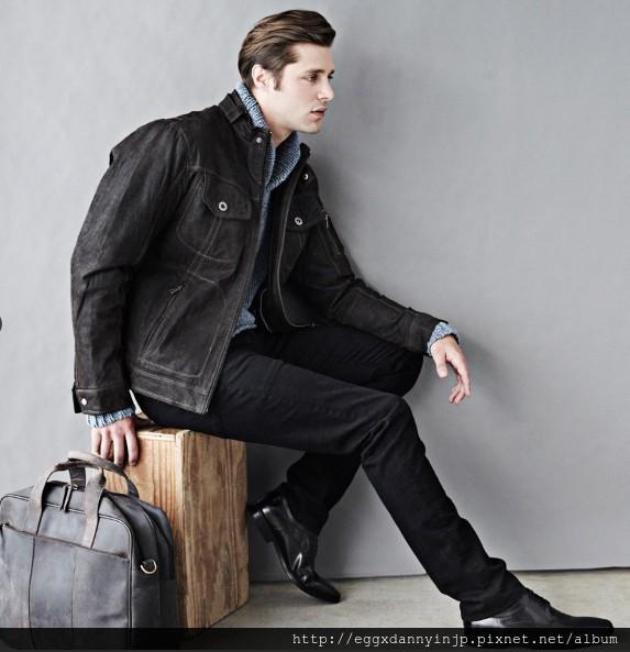 愛牌的本季男裝外套 真皮仿舊手提包