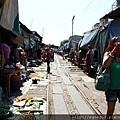 美功鐵道市集Mae Klong Railway Market (5).JPG