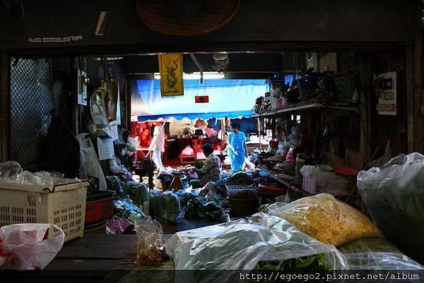 美功鐵道市集Mae Klong Railway Market (7).JPG