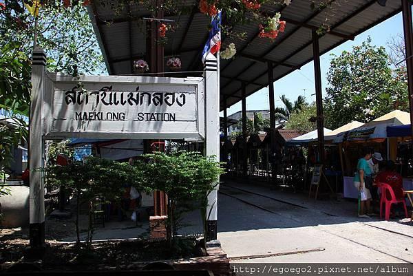 美功鐵道市集Mae Klong Railway Market (8).JPG