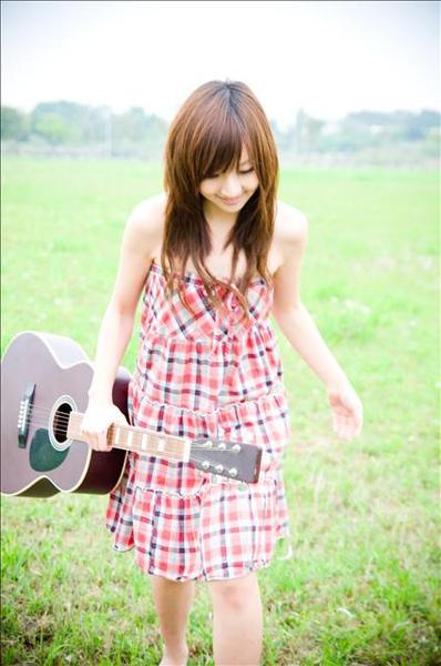 拿玩吉他 爬腿就跑.jpg