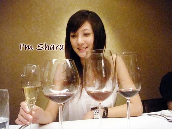 難得一口氣有四杯紅酒白酒可以品嚐.jpg