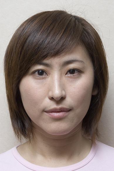 NG:有蟹足腫體質的Jenny,明顯的大小臉。.jpg