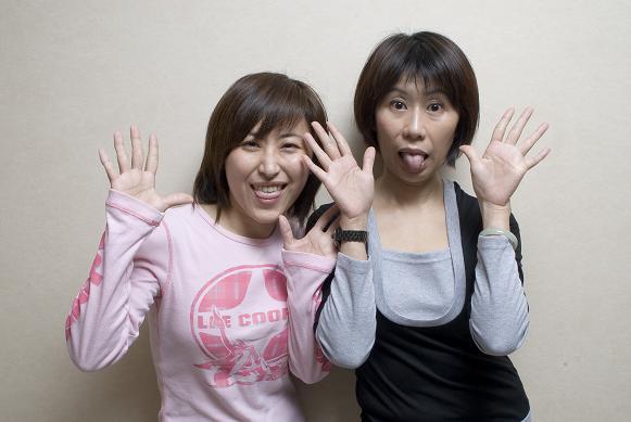 NG:很愛演的親姐妹Jenny (左)Judy(右),都有蟹足腫體質。.jpg