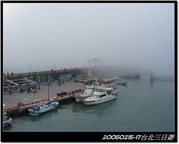 大霧淹沒船隻