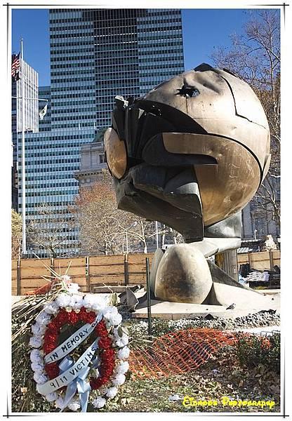 用一個破碎的球來紀念911罹難者