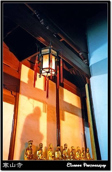 寒山寺念經和尚影子