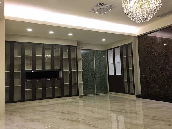 台南安南店提供-陳公館-客廳收納展示櫃