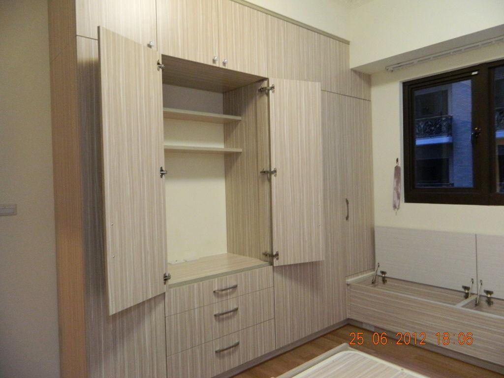 主臥衣櫃1