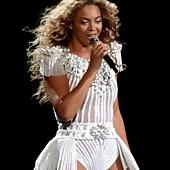 Beyonce_-_Montreal_2013_(3)_crop