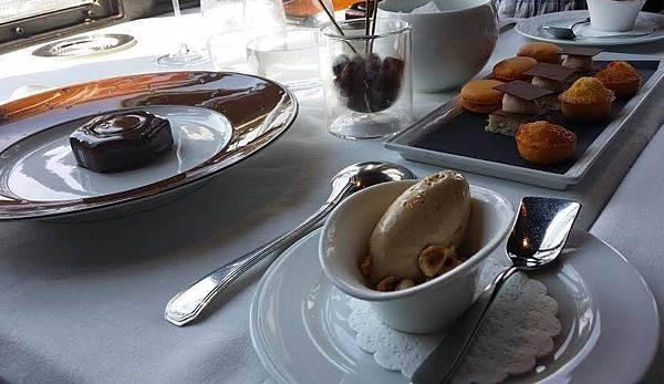 jules-verne-dessert-coffee-macaroons