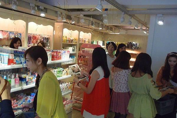 媽啊---一群正妹在86小舖士林店玩瘋了!! (26).jpg