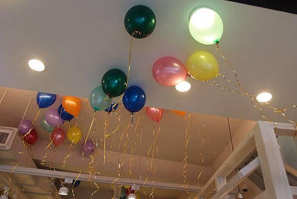 媽啊---一群正妹在86小舖士林店玩瘋了!! (4).jpg