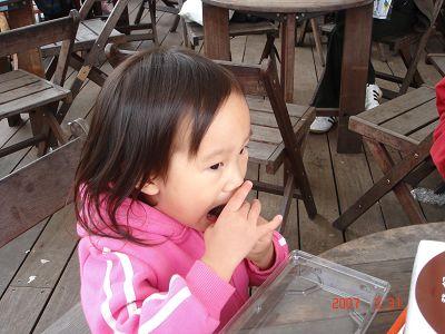 靜儀吃壽司(午餐)就很秀氣