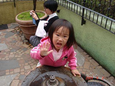馬麻~我要喝水了唷