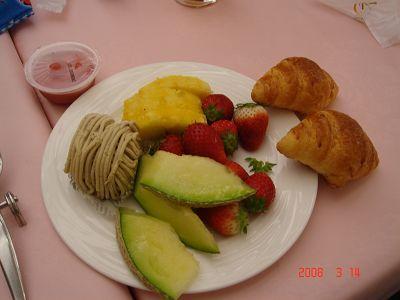 吃到飽的哈密瓜跟草苺