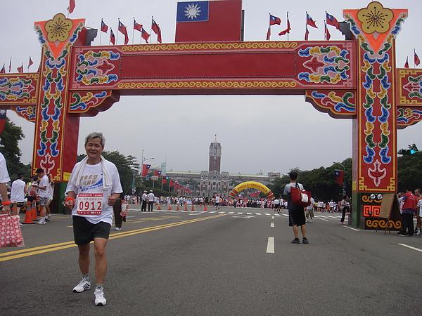 20101017統一發票杯馬拉松 026.JPG