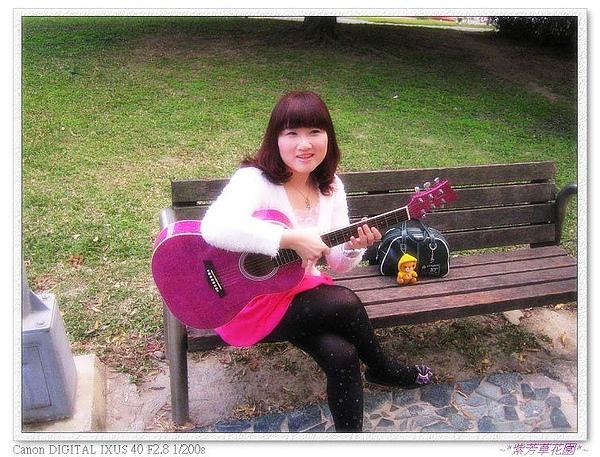 (1) 趕快帶小炫紫baby吉他出來透透氣~.jpg